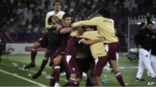 لاعبو قطر يحتفلون بالفوز