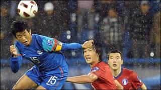 दक्षिण कोरिया के विरुद्ध मैच में बाइचुंग भूटिया