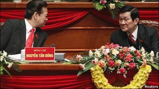 Ông Nguyễn Tấn Dũng và Trương Tấn Sang trong ngày cuối của Đại hội XI
