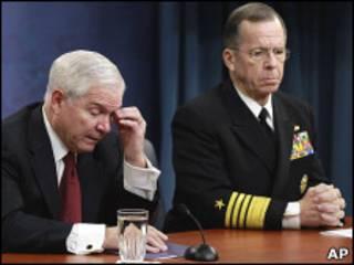 Министр обороны США Роберт Гейтс и глава Объединенного комитета начальников штабов адмирал Майк Маллен
