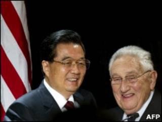 Hồ Cẩm Đào và Henry Kissinger
