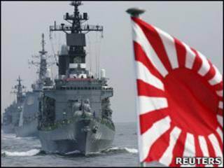 日本海上自衛隊護衛艦「鞍馬」號帶領艦隊在橫濱相模灣進行演練(資料圖片)