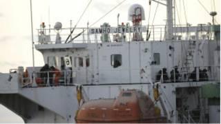 احد السفن التي اختطفها القراصنة الصوماليون