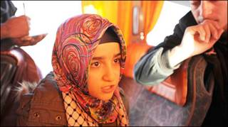 करवाँ की बस में चढ़ आई एक तुर्की लड़की