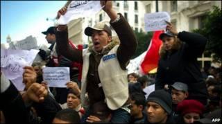 Polisi Tunisia ikut protes