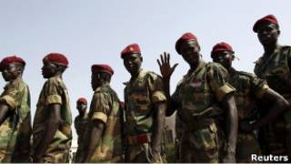 جنود من الحركة الشعبية