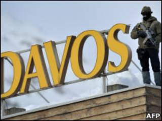 Снайпер на крыше здания в Давосе