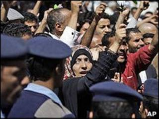 Người Yemen biểu tình dưới sự dẫn dắt của nhà hoạt động Tawakul Karman