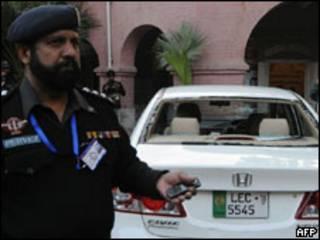 दूतावास अधिकारी की कार