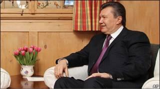 Віктор Янукович відкидає критику Заходу