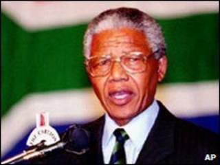 د ١٩٩٠ کال د فبرورۍ په لسمه نيټه د جنوبې افريقي ولسمشر de Klerk اعلان وکړ چې نيلسن مانديلا به د فبرورۍ په ١١ نېټه له بنديخانې څخه خوشې کوي