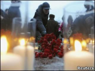 москвичи поминают погибших в Домодедово