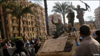 Oficialmente ilegal, mas tolerado, o grupo Irmandade Muçulmana é o maior representante da oposição a Mubarak no Egito, com uma rede de milhares de seguidores.