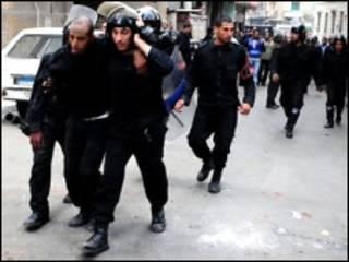 Policiais nas ruas do Egito