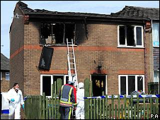 Casa de Fiona Adams, logo depois do incêndio (PA)
