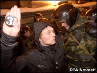 Задержание участника акции протеста на Триумфальной площади