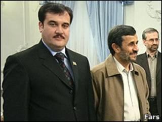 سفیر افغانستان در کنار احمدی نژاد
