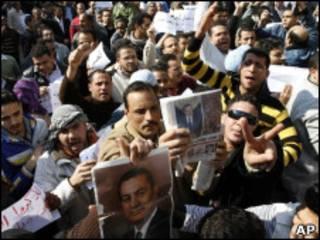 Ativistas pró-Mubarak no Cairo