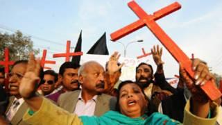 باكستانيون مسيحيون يتظاهرون ضد قانون التجديف