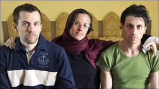 شين بوير (يسار) وسارة شورد وجوش فاتل