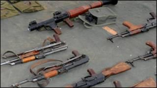 """اسلحة حجزتها قوات الامن المغربية بعد اعتقال جماعة مرتبطة بـ""""القاعدة في المغرب الاسلامي"""""""