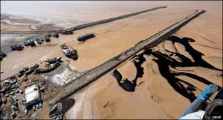 آلودگی نفتی در سواحل بوشهر