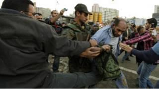 الجيش المصري يعتقل شخصا مدنيا