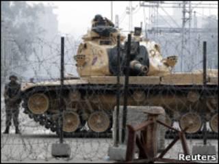 開羅總統府前的坦克(11/02/2011)