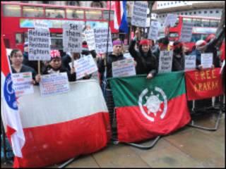လန်ဒန်မြို့လယ်က အိန္ဒိယ သံရုံးရှေ့မှာဆန္ဒပြကြ