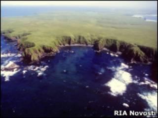 Вид сверху на остров из группы островов Хабомаи