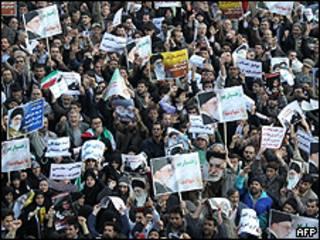 Manifestantes pró-governo tomaram as ruas de Teerã (AFP)