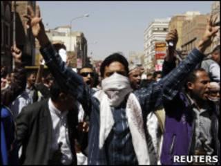 Manifestante na cidade de Sanaa, no Iêmen