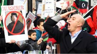 Demonstran menuntut Muammar Gaddafi mundur