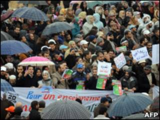 Manifestantes se concentram para protesto em Rabat