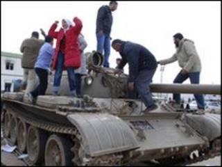 Танки в Бенгази