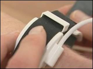 دستگاه جدید فشار خون روی مچ دست بسته می شود