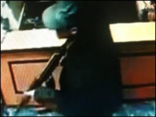 تصاویر تلویزیونی از حمله طالبان به کابل بانک