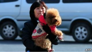 Китаянка с собакой