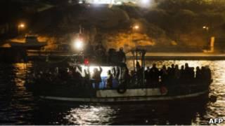 Мигранты у острова Лампедуза