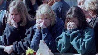 為戴安娜王妃哭喪的人群
