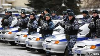 Милиционеры с машинами во Владикавказе