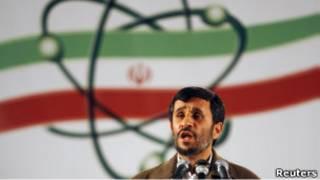 Махмуд Ахмадинежад в ядерном центре в Натанзе