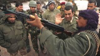 معارضون ليبيون يتدربون على السلاح