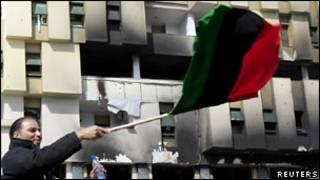 Участники антиправительственных выступлений в Ливии