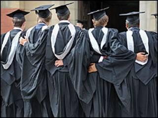 Estudantes formandos da Universidade de Birmingham (foto: arquivo BBC)