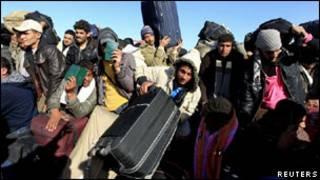 عمال مصريون على الحدود الليبية التونسية