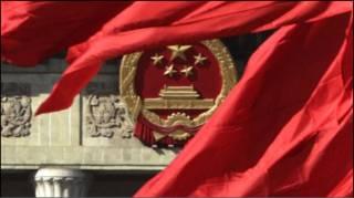 Червоні прапори на площі Тяньаньмень