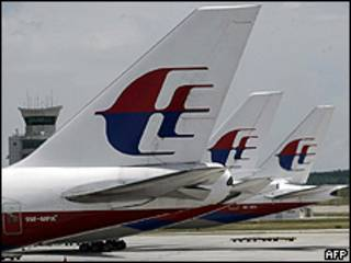 Aviões de companhia aérea da Malásia no aeroporto de Kuala Lumpur (AFP