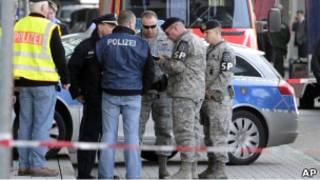 Немецкие полицейские и американские военные