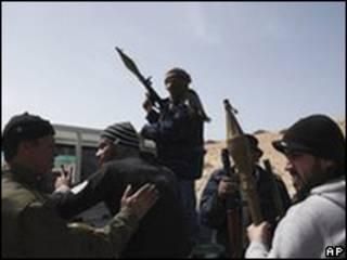 利比亞反政府武裝在布雷加集結(02/03/2011)